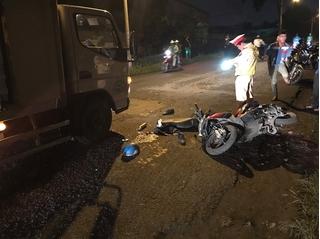 Giám đốc công ty ô tô bị xe tải cán sau khi trượt ngã xuống đường