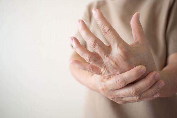 10 biểu hiện bất thường trên tay đang ngầm tố cáo hàng loạt vấn đề sức khỏe mà bạn không ngờ đến - Ảnh 4.