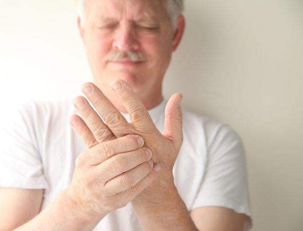10 biểu hiện bất thường trên tay đang ngầm tố cáo hàng loạt vấn đề sức khỏe mà bạn không ngờ đến - Ảnh 6.