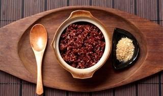 Người phụ nữ nhập viện vì ăn thực dưỡng 41 ngày liên tục ăn gạo lứt, muối mè