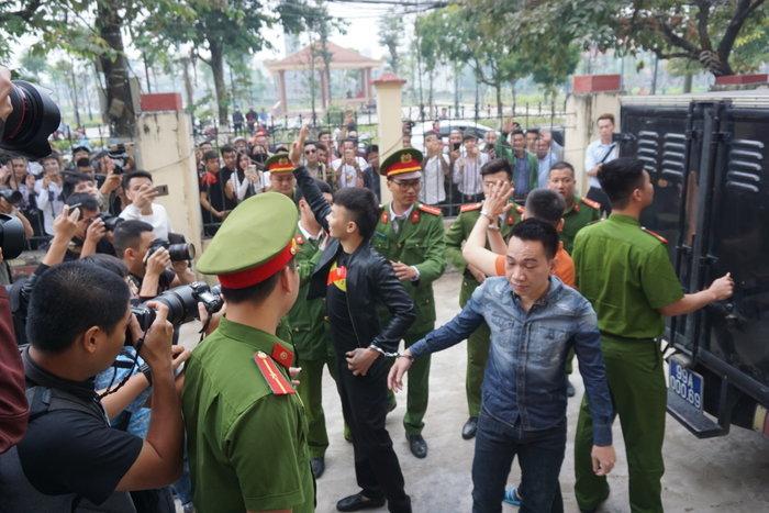Khá 'Bảnh' bị tuyên phạt 10 năm 6 tháng cho cả 2 tội danh