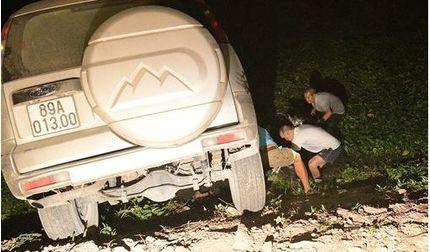 Đường làm dở không có biển cảnh báo khiến ô tô lao xuống ruộng trong đêm
