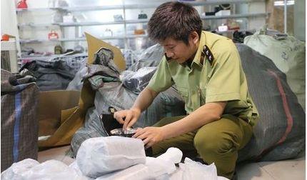 Thu giữ hơn 1000 sản phẩm giả nhãn hiệu Dior, hermes, LV.. ở Hà Nội