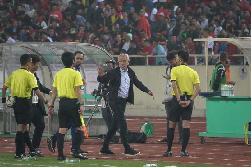 HLV trưởng UAE tức giận lý giải nguyên nhân thua Việt Nam