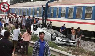 Ô tô bị tàu hỏa tông lật ngửa, nữ tài xế thiệt mạng trong cabin