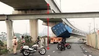 Nguyên nhân vụ container kéo sập cầu bộ hành ở Sài Gòn