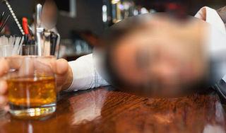 Nam sinh 20 tuổi tử vong sau khi uống hàng chục cốc rượu pha bia