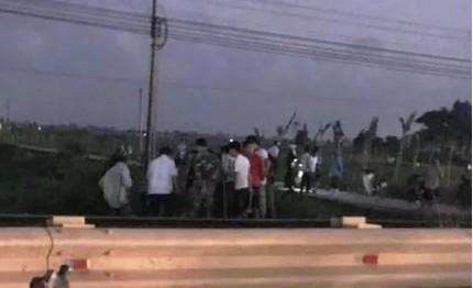 Thầy giáo bị tàu hỏa tông văng vào cột mốc bên đường tử vong