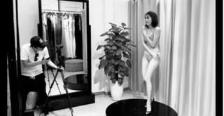 Bị chụp ảnh tại phòng thử đồ, Ngọc Trinh hốt hoảng, dùng tay che cơ thể