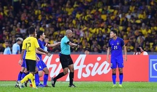 CĐV Thái Lan than trời vì trọng tài người Oman