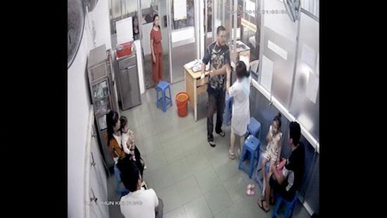 Bố bệnh nhi đánh gãy xương hàm nữ điều dưỡng bệnh viện Nhi đồng 1