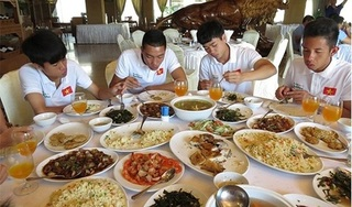 Các cầu thủ Việt Nam ăn gì trước mỗi trận đấu quyết liệt?
