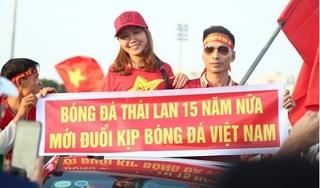 Quảng trường SVĐ Mỹ Đình 'nóng rực' trước trận Việt Nam-Thái Lan