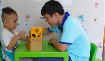 Thầy giáo 8 năm dạy trẻ tự kỷ: