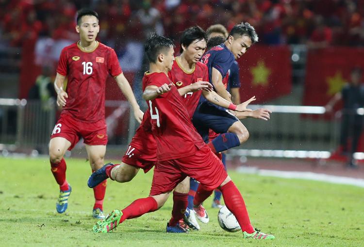 Đội tuyển Việt Nam giữ vững ngôi đầu bảng G khi cầm hòa Thái Lan