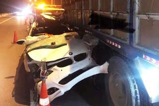 Tài xế BMW tử vong trong cabin sau cú húc xe tải cực mạnh