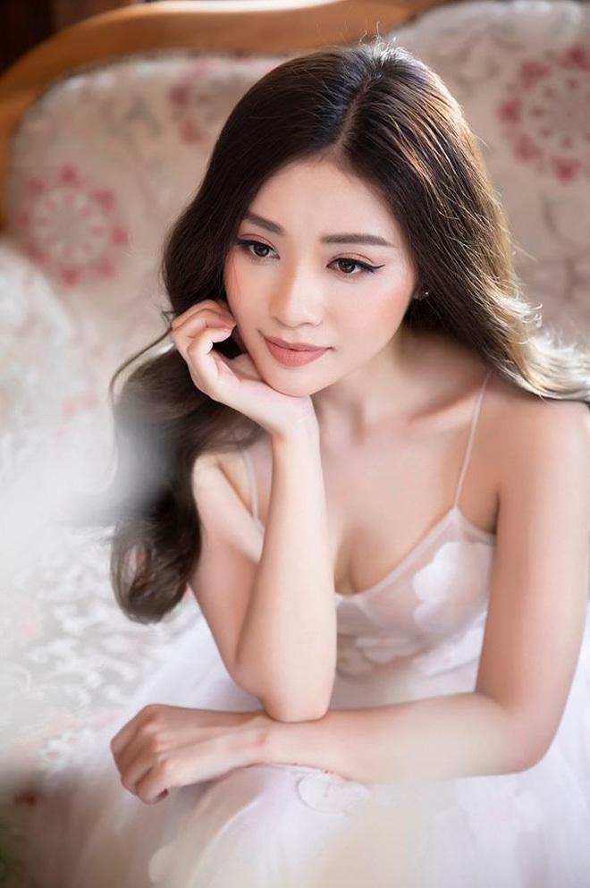 Cô gái xinh đẹp được Quang Hải gửi tặng vé trận Việt Nam Thái Lan2