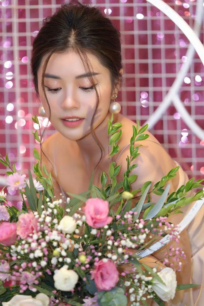 Cô gái xinh đẹp được Quang Hải gửi tặng vé trận Việt Nam Thái Lan4