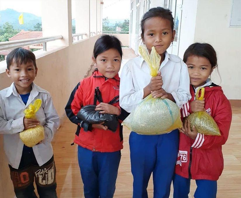 Món quà tặng thầy cô ngày 20/11 của học sinh vùng cao7