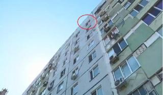 Bé gái 13 tuổi nhảy từ tầng 8 chung cư tự tử... vì mẹ kiểm tra điện thoại