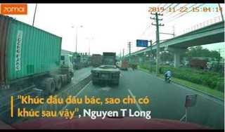 Hai thanh niên đi xe máy ném đá liên tục vào kính xe container
