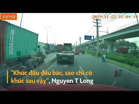 Clip container bị 2 thanh niên đi xe máy ném đá vào kính. Clip Zing.vn