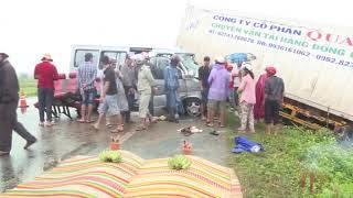 Clip xe container đấu đầu xe khách 16 chỗ làm 2 người chết, 7 người bị thương