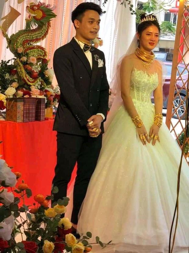 Cô dâu Cao Bằng đeo vàng dát từ đầu đến chân trong ngày cưới3