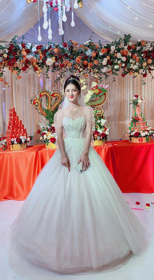 Nhan sắc xinh như hot girl của cô dâu Cao Bằng dát vàng3