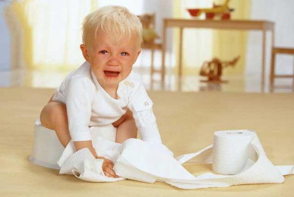 Vì sao uống sữa công thức trẻ nhỏ dễ bị táo bón?
