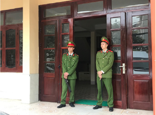 Hôm nay TAND tỉnh Điện Biên đưa mẹ nữ sinh giao gà ra xét xử