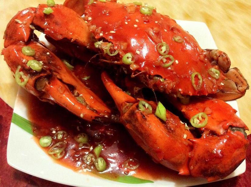 Người đàn ông suýt mất mạng vì tiếc rẻ ăn cua biển để qua đêm