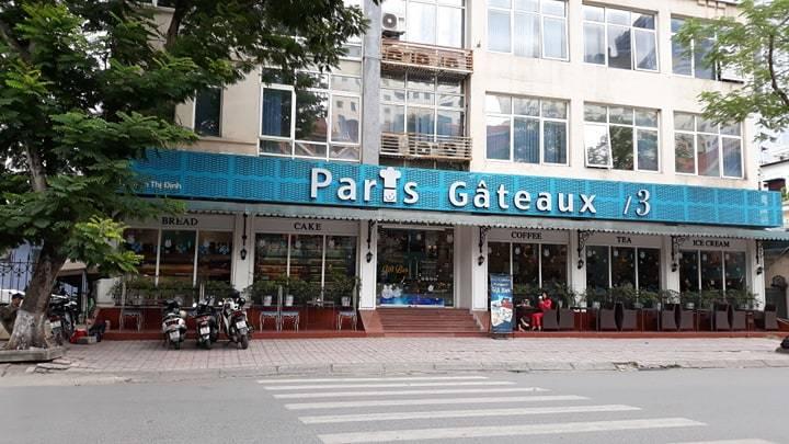 Để bánh kem 'chỏng chơ' dưới đất, khách hàng đồng loạt đòi tẩy chay Paris Gâteaux
