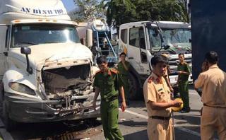 Container lao vào dòng xe đang dừng đèn đỏ gây tai nạn liên hoàn