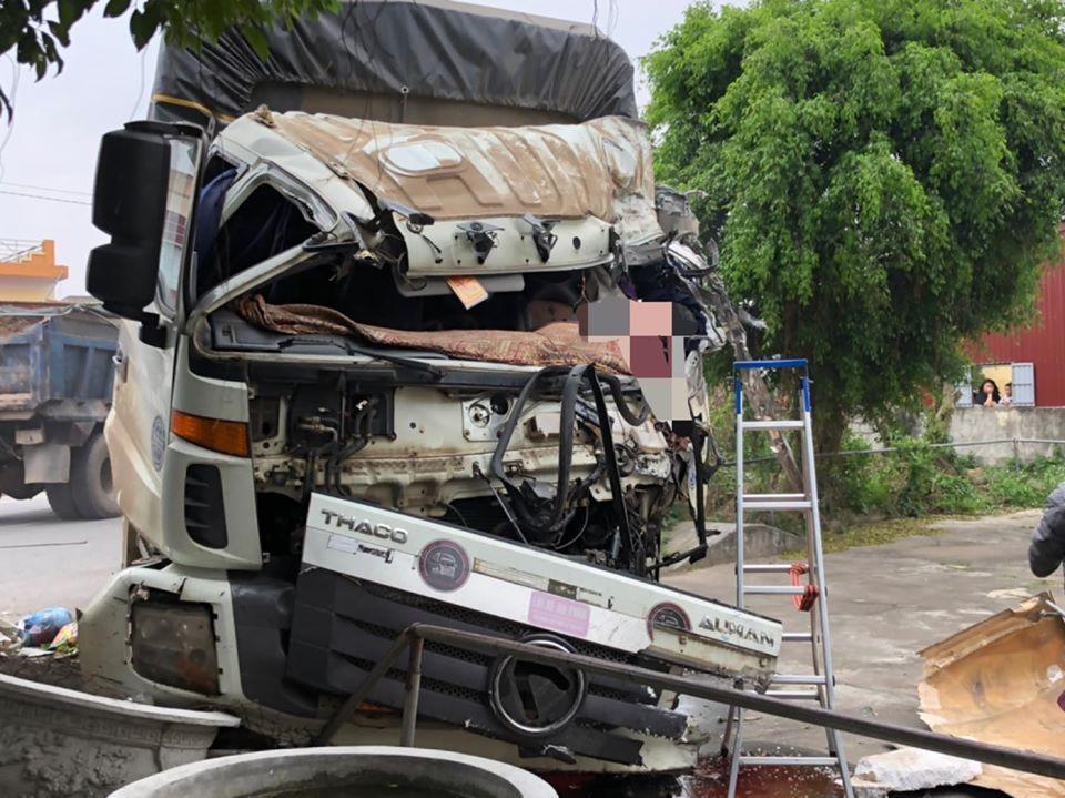 Nam Định: Hai xe tải tông nhau, 1 tài xế tử vong tại chỗ