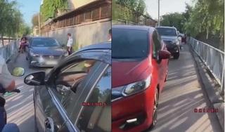 Chạy xe ngược chiều nữ tài xế vẫn nhất quyết không nhường đường