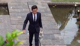 Trường Giang đích thân mua trà sữa cho Nhã Phương khi dự đám cưới Hoàng Oanh