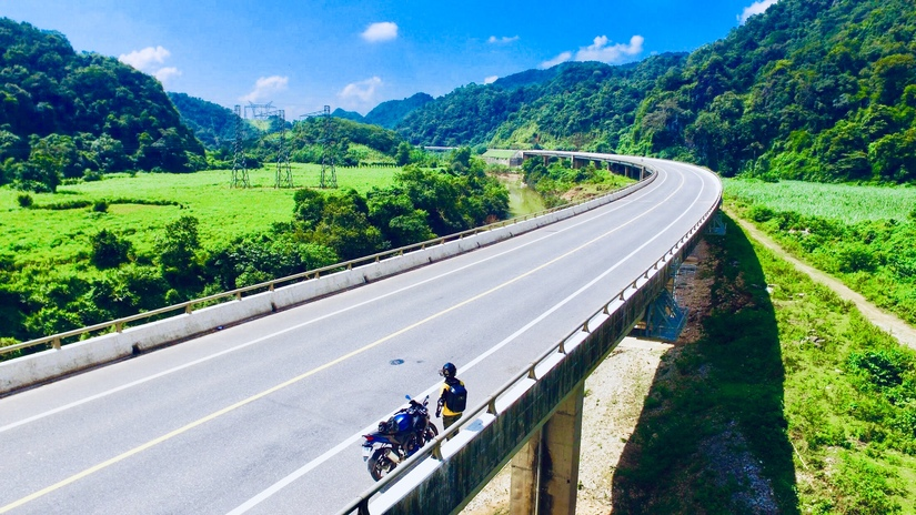 Chàng trai 'tung thính' bằng loạt ảnh check-in đẹp thần sầu trên hành trình xuyên Việt 7