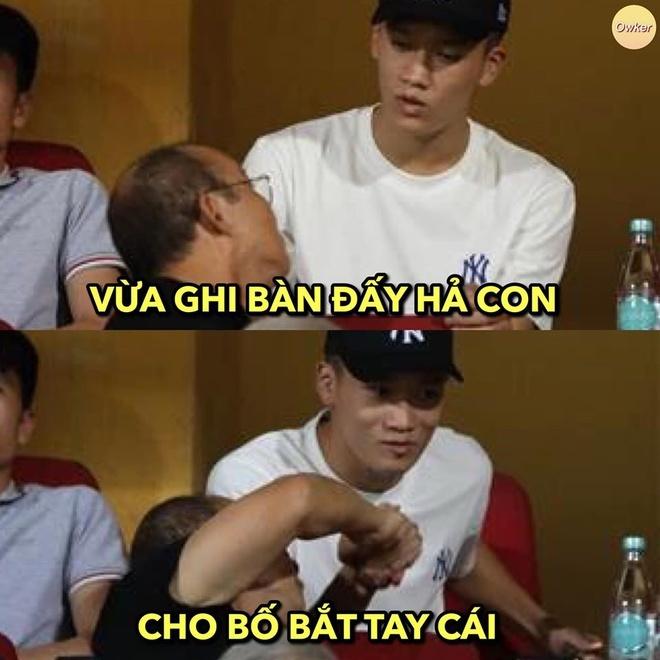Loạt ảnh chế hài hước về màn ngược dòng của Việt Nam trước Indonesia7