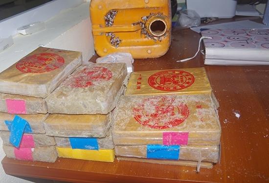 Lý giải dòng chữ bí ẩn trên 25 bánh heroin dạt vào bờ biển Quảng Nam