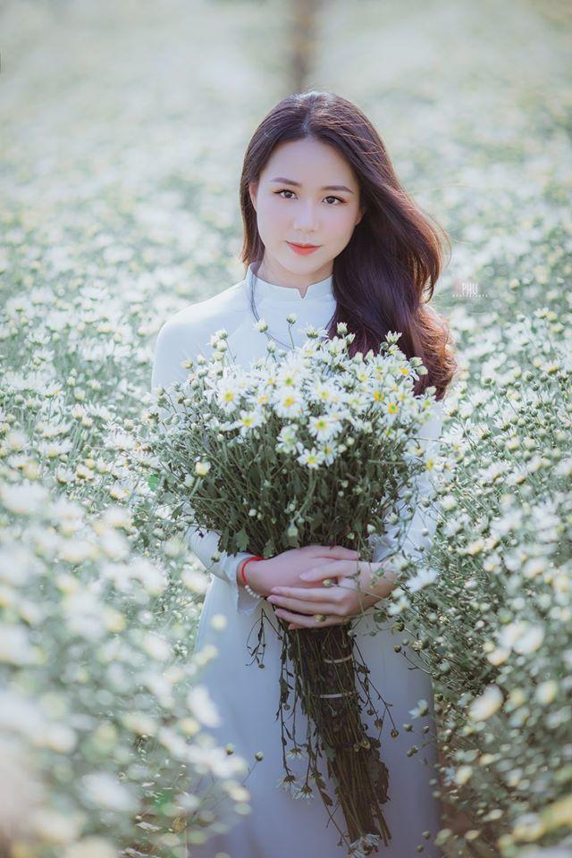Thiếu nữ 9X Hà Thành gây thương nhớ bên cúc họa mi tinh khôi