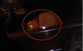 Nửa đêm gặp tài xế gục xuống vô lăng, hành động của người đàn ông nhận 'mưa' lời khen