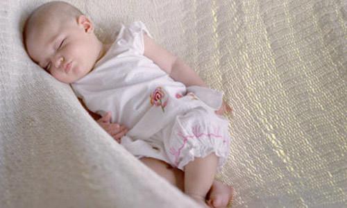 Rung lắc trẻ, thói quen nguy hiểm có thể khiến bé mất mạng 3