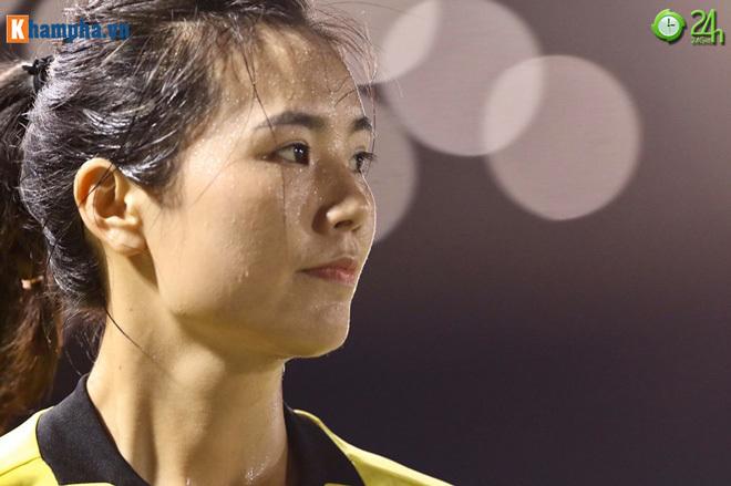 Nữ trọng tài xinh đẹp sau trận Việt Nam Philippines4