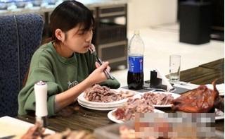 Hàng loạt nhà hàng buffet khiếp đảm vì cô gái ăn mọt lúc hết 5 cân thịt