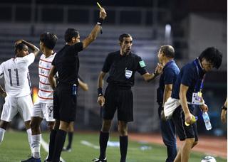 HLV Park Hang-seo nói gì khi nhận thẻ vàng trong trận U22 Việt Nam - U22 Campuchia?