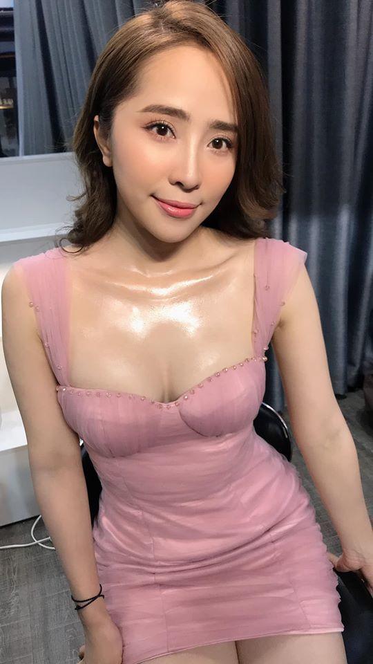 Thừa nhận nâng ngực tăng 15cm, Quỳnh Nga ngày càng mặc gợi cảm