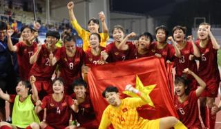 Đàm Vĩnh Hưng kêu gọi đối xử đẹp với 'các cô gái vàng' bóng đá nữ Việt Nam