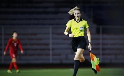 Vẻ đẹp hút hồn của nữ trọng tài bắt chung kết bóng đá nữ SEA Games 30