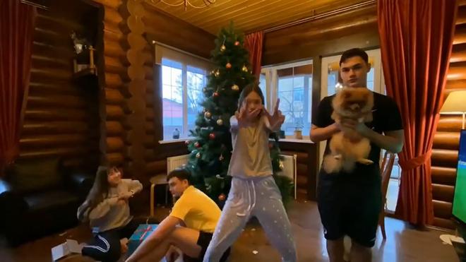 Lâm Tây đưa bạn gái nóng bỏng về ra mắt gia đình ở Nga3